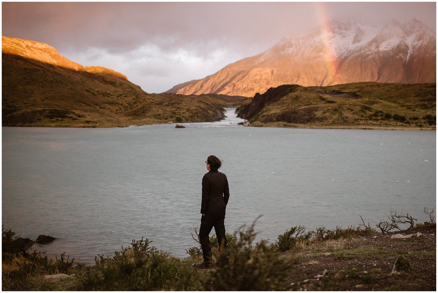 Woman standing in front of a Patagonia landscape.